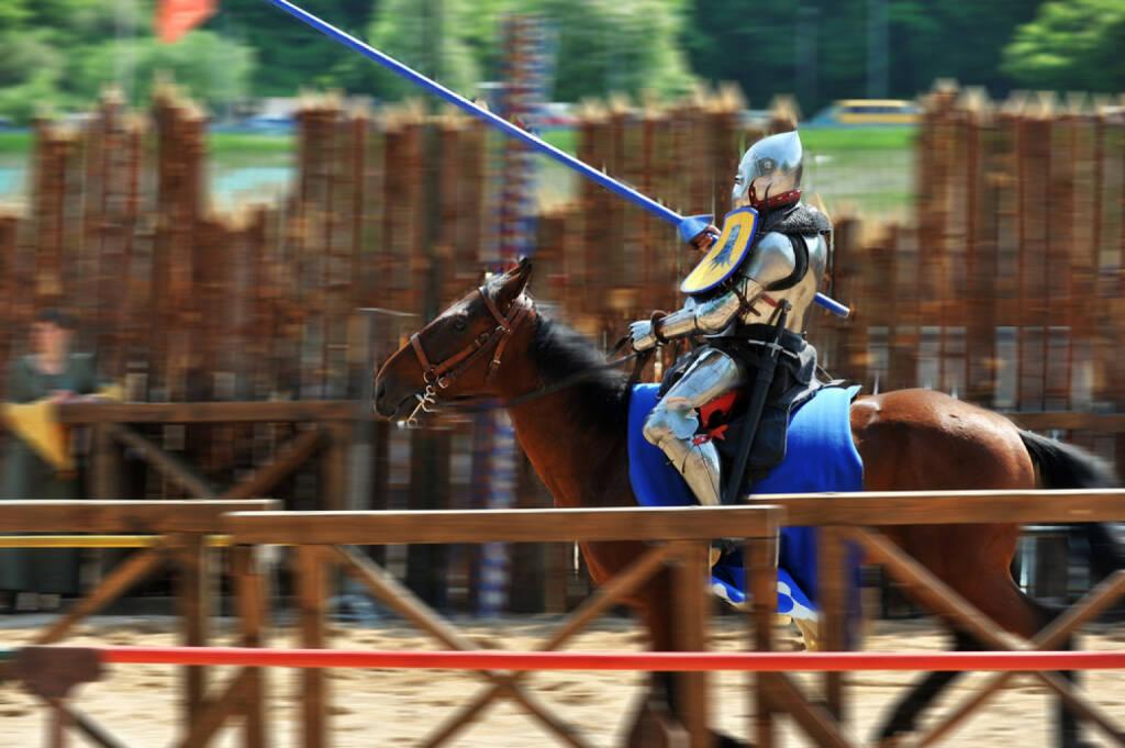 Ritter, Kampf, Lanze, Wettkampf, Reiter, Pferd, Turnier, http://www.shutterstock.com/de/pic-84060124/stock-photo-armored-medieval-knight-on-horseback-at-jousting-competition.html , © www.shutterstock.com (08.07.2014)