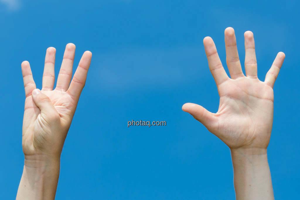 Hände, 9, neun, © photaq/Martina Draper (08.07.2014)
