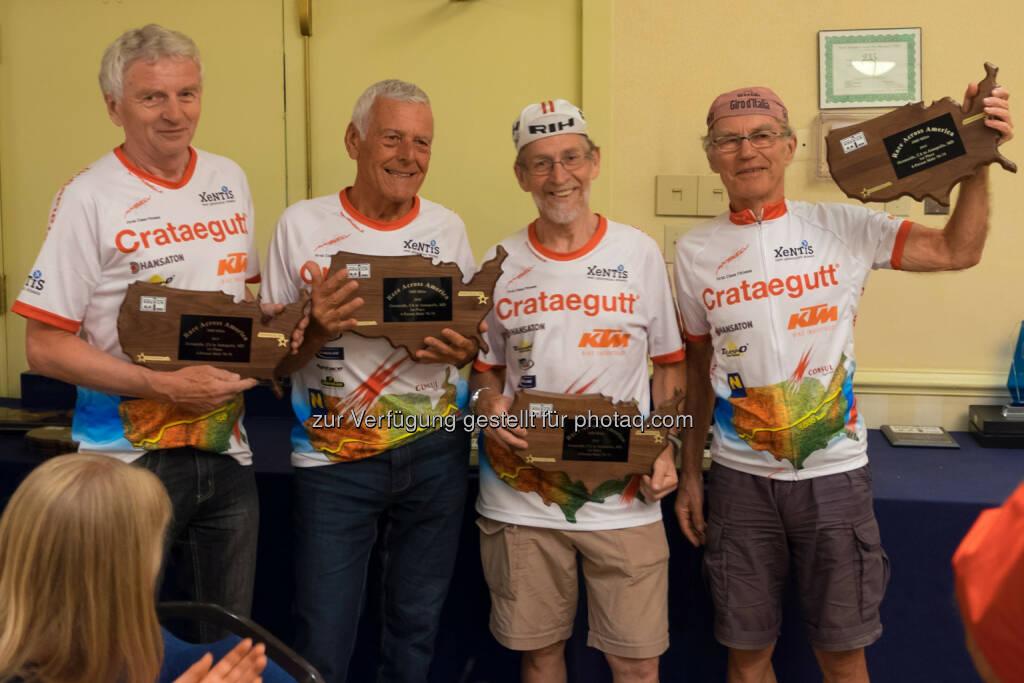 Race Across America 2014: Austroplant gratuliert den Crataegutt Seniors: Herbert Lackner (74), Anton Gierer (78), Josef Schalk (66) und Lothar Färber (66), © Dominik Kiss/dkiss.at (08.07.2014)