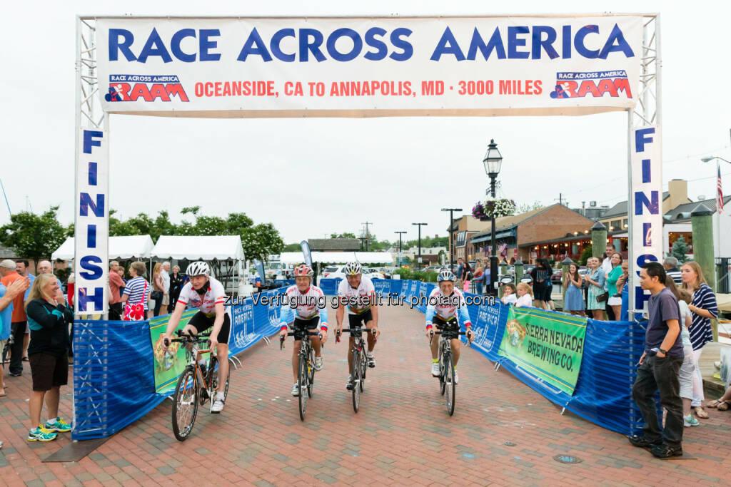 Race Across America 2014: Crataegutt Seniors: Zieleinfahrt in Annapolis nach 7 Tagen 3 Stunden 54 Minuten, © Dominik Kiss/dkiss.at (08.07.2014)