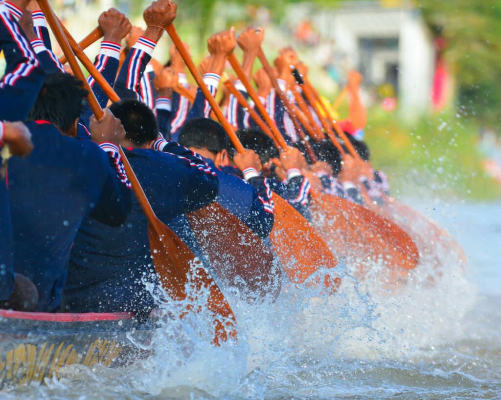 rudern, paddeln, Drachenboot, Wettkampf, Sport, http://www.shutterstock.com/de/pic-190772942/stock-photo--rowing-team-race.html? , © www.shutterstock.com (09.07.2014)