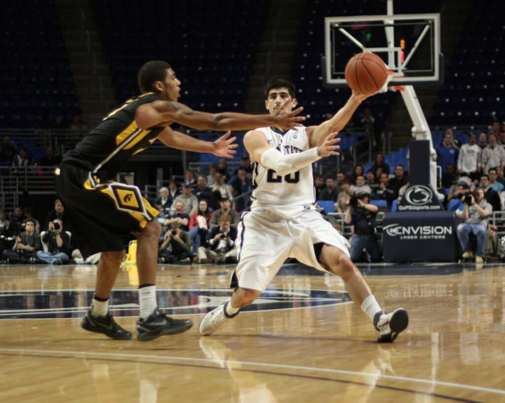 Basketball, Wettkampf, Zweikampf, Ball, Sport, <a href=http://www.shutterstock.com/gallery-51819p1.html?cr=00&pl=edit-00>Richard Paul Kane</a> / <a href=http://www.shutterstock.com/?cr=00&pl=edit-00>Shutterstock.com</a>, Richard Paul Kane / Shutterstock.com, © www.shutterstock.com (09.07.2014)
