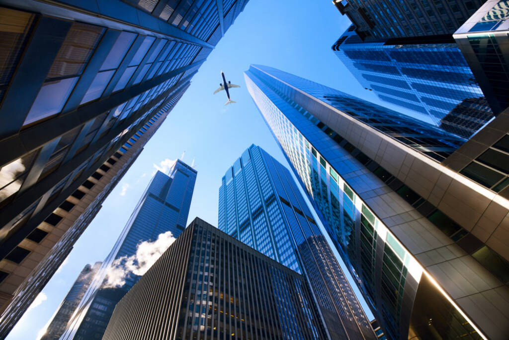 Chicago, Wolkenkratzer, Hochhaus, Finanz District, Flugzeug, Stadt, USA, Illinois, http://www.shutterstock.com/de/pic-130103729/stock-photo-looking-up-at-chicago-s-skyscrapers-in-financial-district-il-usa.html , © (www.shutterstock.com) (10.07.2014)