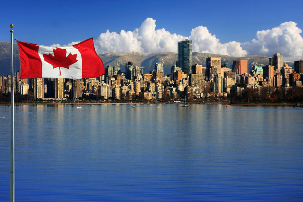 Vancouver, British Columbia, Kanada, Flagge, Fahne, http://www.shutterstock.com/de/pic-119379478/stock-photo-canadian-flag-in-front-of-the-beautiful-city-of-vancouver-canada.html , © (www.shutterstock.com) (10.07.2014)