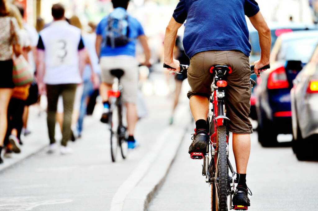 Radfahrer, Fahrrad, Radweg, http://www.shutterstock.com/de/pic-151729025/stock-photo-bicyclists-in-traffic.html , © (www.shutterstock.com) (11.07.2014)