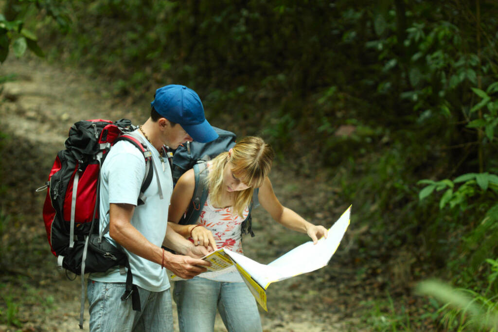 Orientierung, wandern, Karte, Straßenkarte, Abenteuer, suchen, http://www.shutterstock.com/de/pic-74385841/stock-photo-young-couple-looking-at-the-map-in-the-forest.html , © (www.shutterstock.com) (11.07.2014)