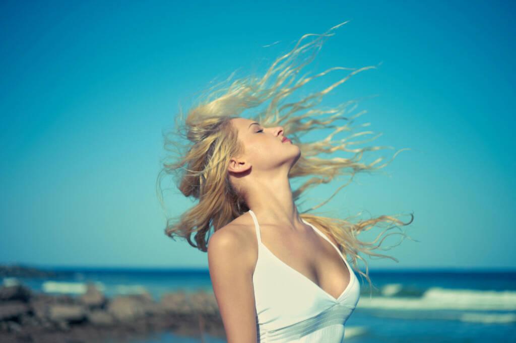 Rückenwind, Wind, Sonne, Meer, Strand, Genuss, http://www.shutterstock.com/de/pic-95597740/stock-photo-photo-of-beautiful-young-blonde-at-blue-sea.html , © (www.shutterstock.com) (11.07.2014)