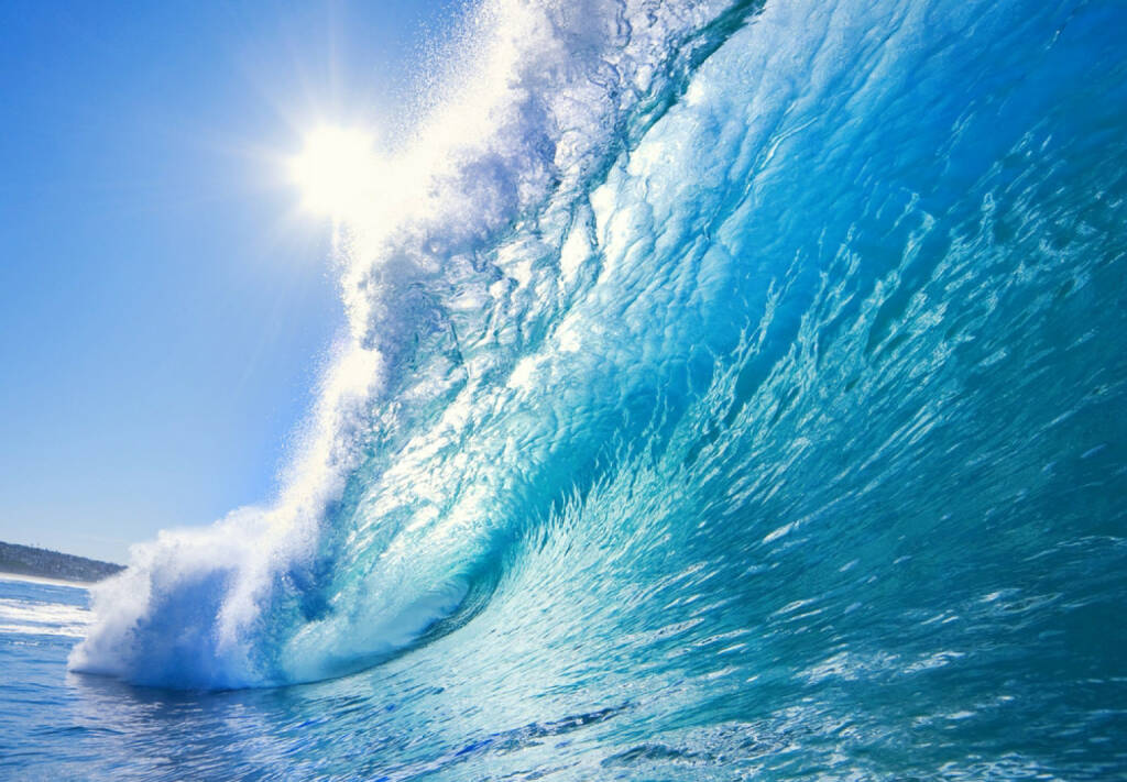 Welle, Erfolg, Erfolgswelle, Meer, Wasser, Sonne, schwappen, http://www.shutterstock.com/de/pic-25870990/stock-photo-blue-ocean-wave.html , © (www.shutterstock.com) (11.07.2014)