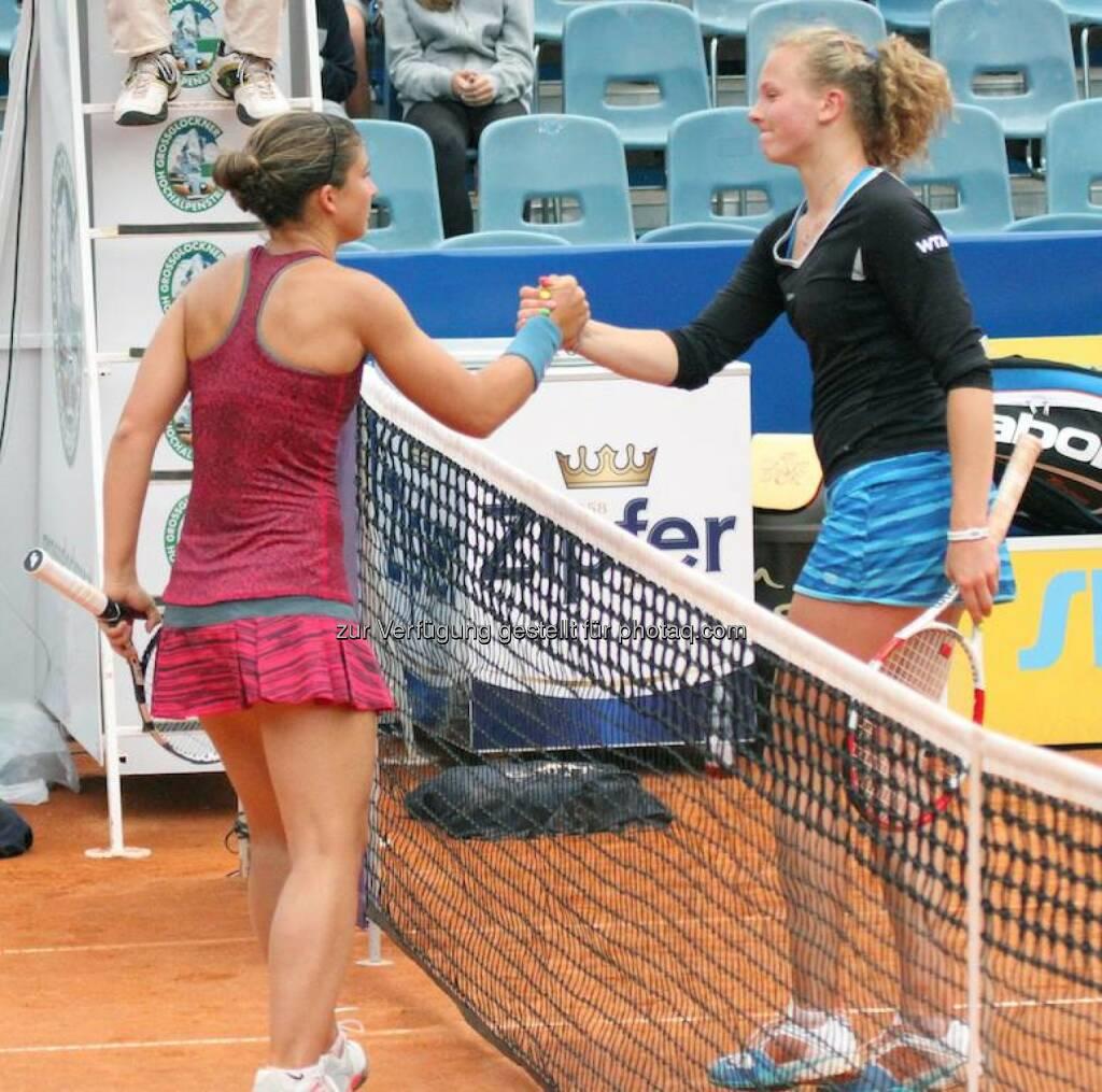Sara Errani, Katerina Siniakova  Handshake, &copy;  <a href=