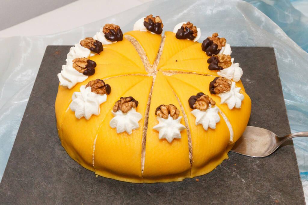 Kuchen, Stück, Torte, Teil, schneiden, teilen, abschneiden, http://www.shutterstock.com/de/pic-107326430/stock-photo-cake-at-buffet.html (Bild: shutterstock.com) (11.07.2014)