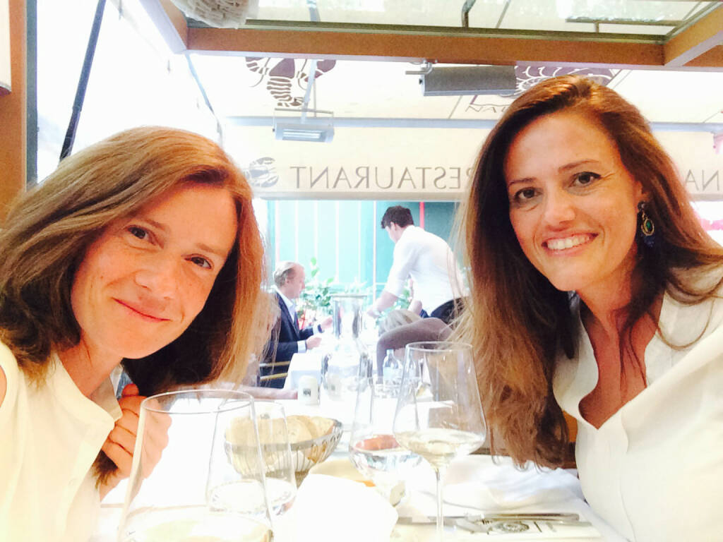 Martina Draper und Milena Ioveva (Porr AG) im Nautilus am Naschmarkt (11.07.2014)