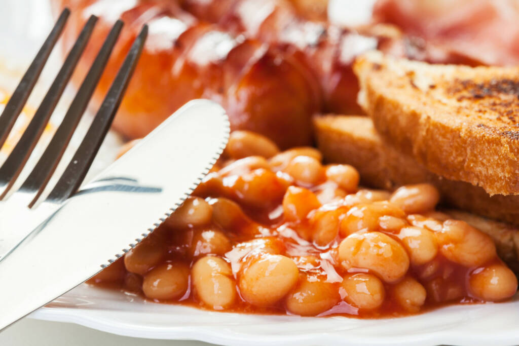 Frühstück, UK, USA, Bohnen, Wurst, food, http://www.shutterstock.com/de/pic-197437127/stock-photo-full-english-breakfast-with-bacon-sausage-fried-egg-baked-beans-and-tea.html , © www.shutterstock.com (12.07.2014)
