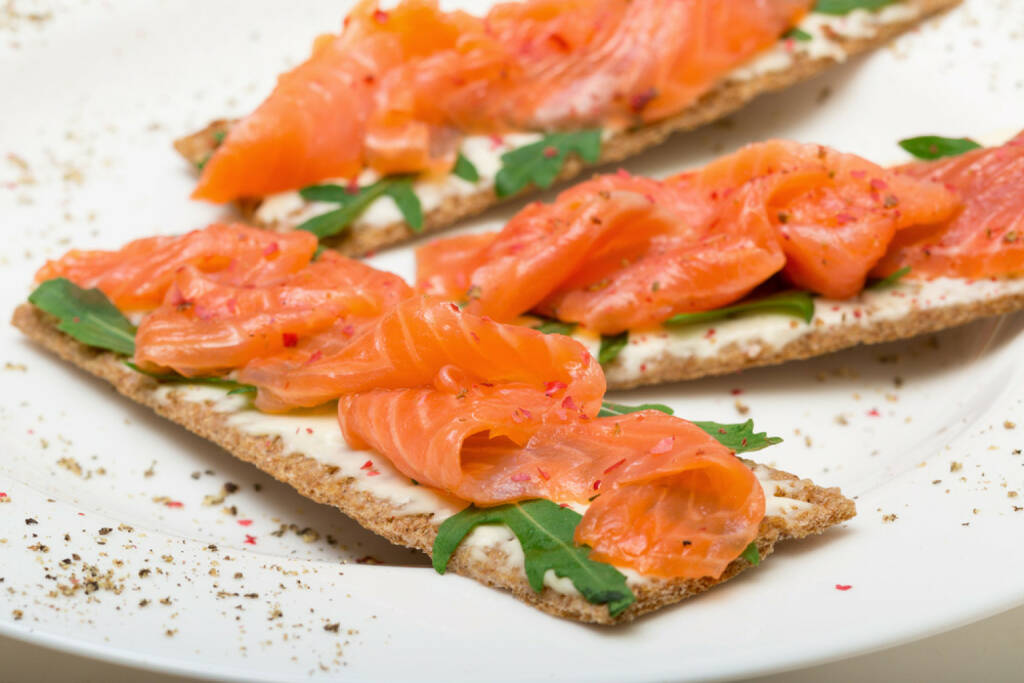 Frühstück, Schweden, Fisch, Lachs, Norden, http://www.shutterstock.com/de/pic-179242826/stock-photo-salted-salmon-on-crispy-bread-with-cheese-and-arugula-closeup.html , © www.shutterstock.com (13.07.2014)