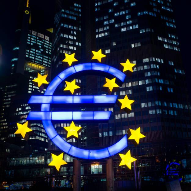 EZB, ECB, Euro, Nacht, finster <a href=http://www.shutterstock.com/gallery-66483p1.html?cr=00&pl=edit-00>ilolab</a> / <a href=http://www.shutterstock.com/?cr=00&pl=edit-00>Shutterstock.com</a> (14.07.2014)