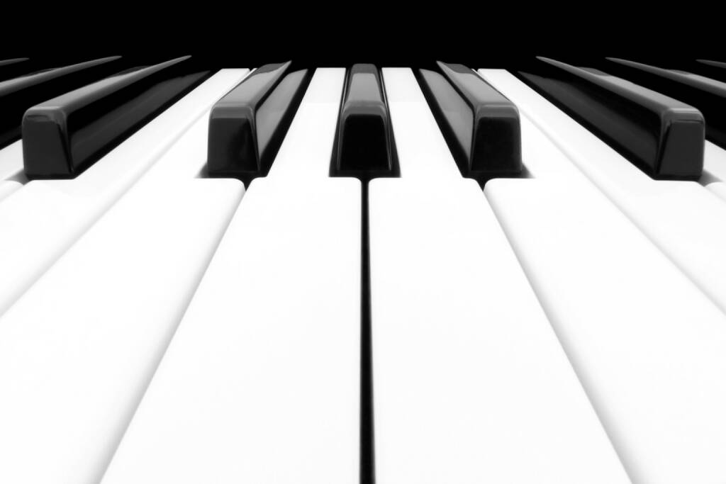 Klavier, Tastatur, Musik, Saite, http://www.shutterstock.com/de/pic-103345379/stock-photo-close-up-of-piano-keyboard-centred-on-ab-with-plenty-of-white-space.html , © www.shutterstock.com (14.07.2014)