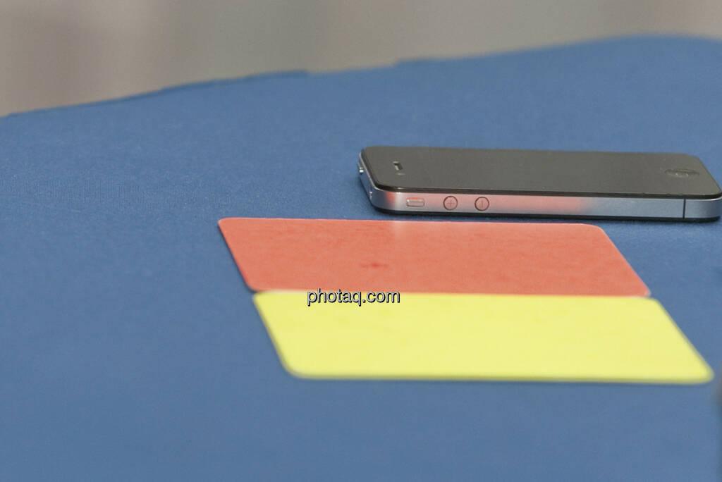 Gelbe Karte, Rote Karte, Handy (c) Martina Draper (11.01.2013)