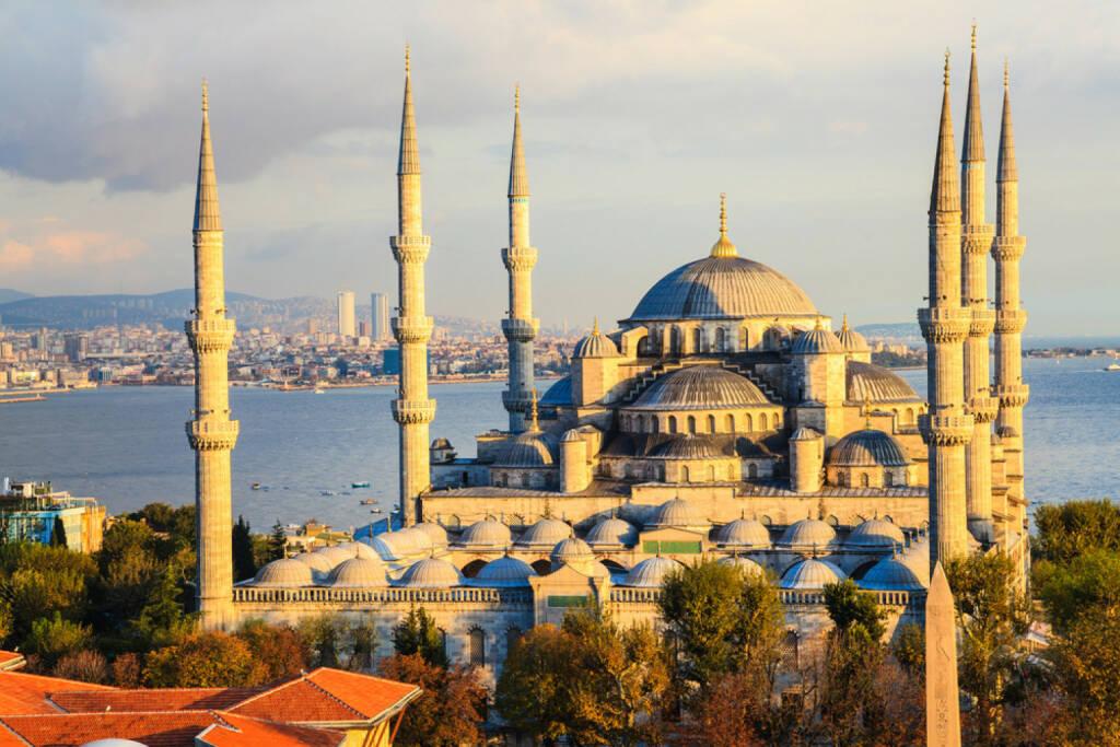 Istanbul, Türkei, http://www.shutterstock.com/de/pic-161898314/stock-photo-blue-mosque-in-istanbul-turkey.html , © (www.shutterstock.com) (14.07.2014)