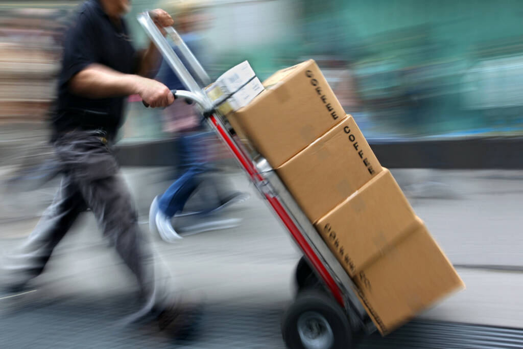 Zustellung, Lieferung, Kaffee, Versand, schnell, Express, http://www.shutterstock.com/de/pic-159273458/stock-photo-delivery-goods-with-dolly-by-hand-purposely-motion-blur.html , © (www.shutterstock.com) (15.07.2014)
