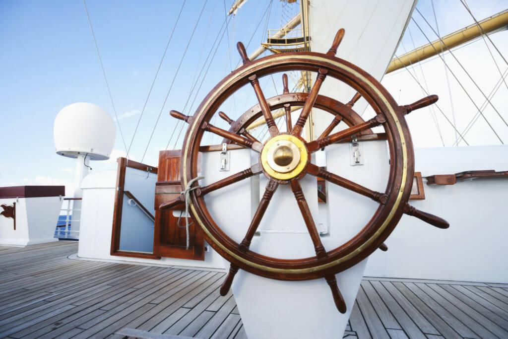Steuerrad, steuern, Schiff, lenken, Skipper, Ruder, führen, http://www.shutterstock.com/de/pic-161715890/stock-photo-ships-helm-on-deck-of-a-clipper-ship-italy.html , © (www.shutterstock.com) (15.07.2014)