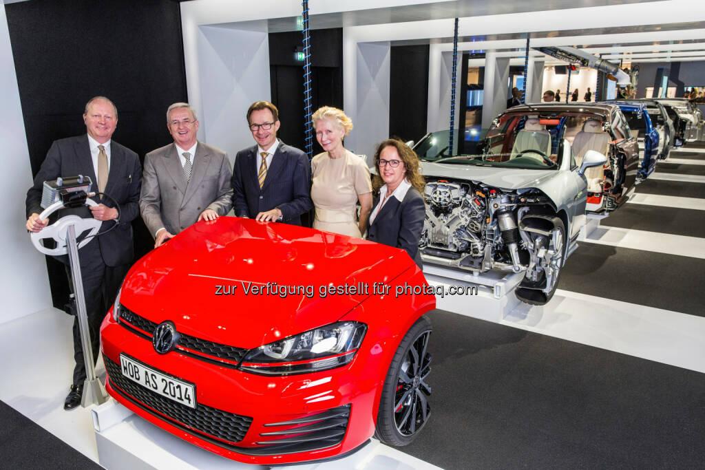 VW, Autostadt GmbH: Martin Winterkorn und Michael Macht besuchten gemeinsam mit Autostadt Geschäftsführer Otto F. Wachs und Kreativdirektorin Maria Schneider die neue Ausstellung Autowerk, © Aussender (17.07.2014)