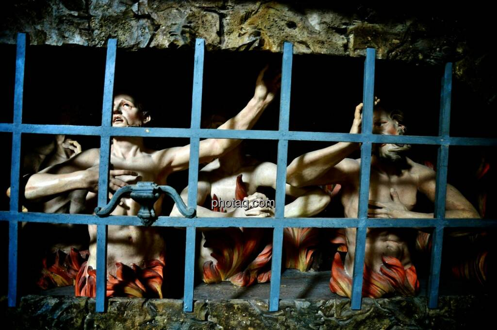 Verdammte, Gitter, Gefängnis, Verzweiflung, © photaq.com (22.07.2014)