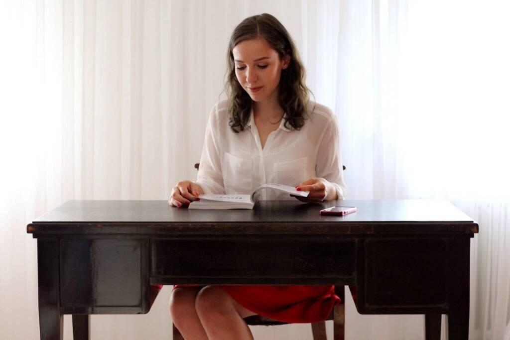 Franziska Graf hat für Runplugged ihr Buchkapitel Vom Bull zum Bear: Die Beziehung der österreichischen Bevölkerung zu Aktien eingelesen (c) http://diplomlehrgang.org (25.07.2014)