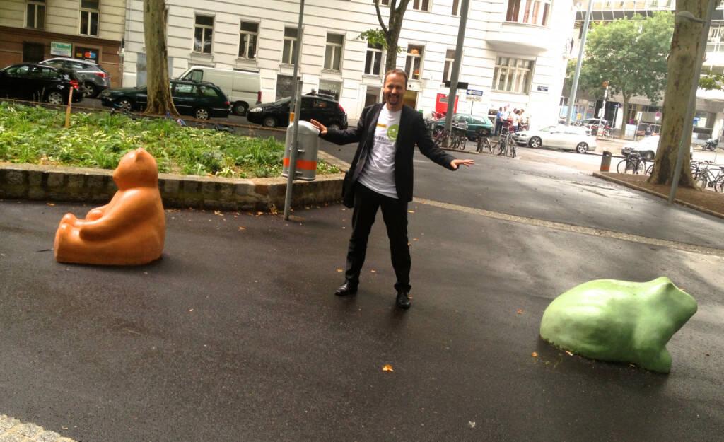 Joe Brunner mit Bär und Frosch, Shirt in der Palfinger Kollektion (30.07.2014)