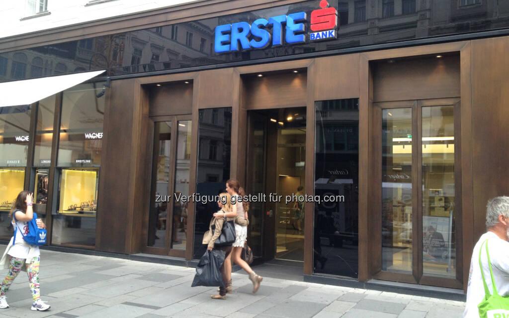 Erste Bank, © diverse Handypics mit freundlicher Genehmigung von photaq.com-Freunden (30.07.2014)