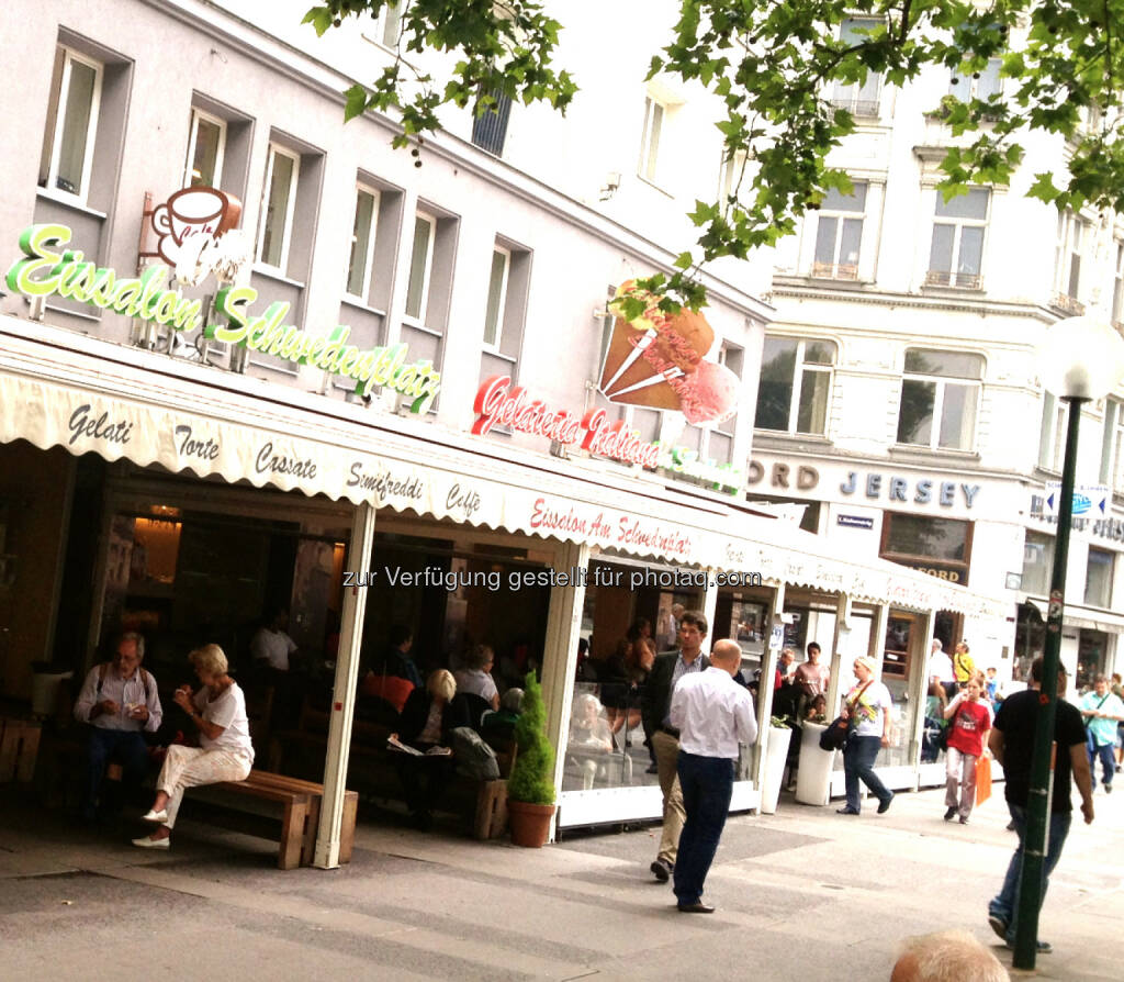 Eissalon Schwedenplatz, © diverse Handypics mit freundlicher Genehmigung von photaq.com-Freunden (30.07.2014)