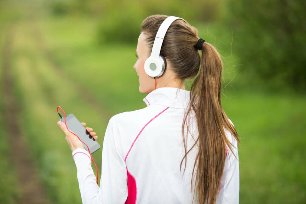 laufen, headphones, Kopfhörer, Musik, hören, Sport, Fitness, app, Laufapp, runplugged, http://www.shutterstock.com/de/pic-191423312/stock-photo-fitness-sporty-woman-runner-running-in-rural-nature-listening-to-music.html get the Runplugged App http://bit.ly/1lbuMA9 , © www.shutterstock.com (01.08.2014)