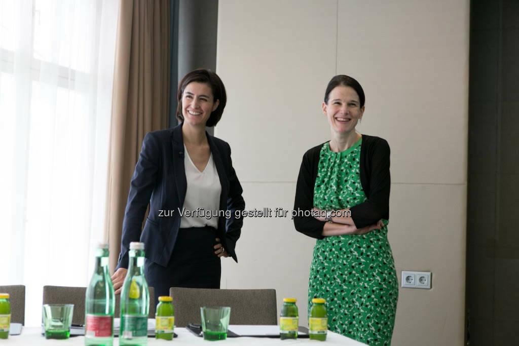 Birgit Noggler (CFO Immofinanz), Bettina Schragl (Head of Corporate Communications Immofinanz), © Immofinanz Group/Martina Draper (04.08.2014)