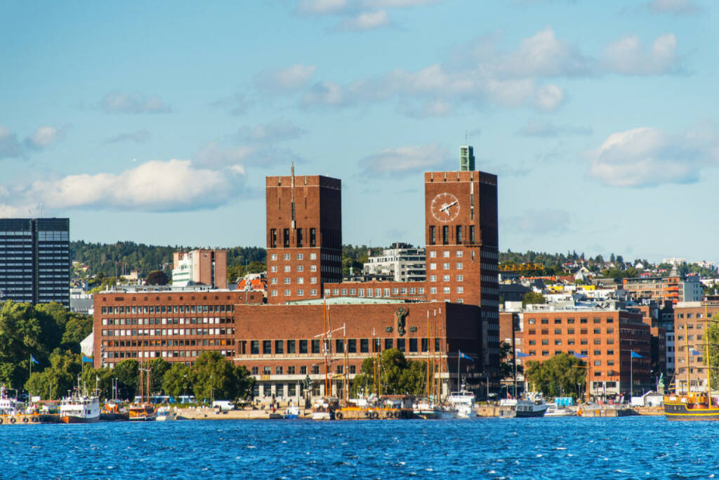 Oslo, Norwegen, http://www.shutterstock.com/de/pic-114486694/stock-photo-view-of-oslo-norway-radhuset-city-hall-from-the-sea.html , © shutterstock.com (04.08.2014)