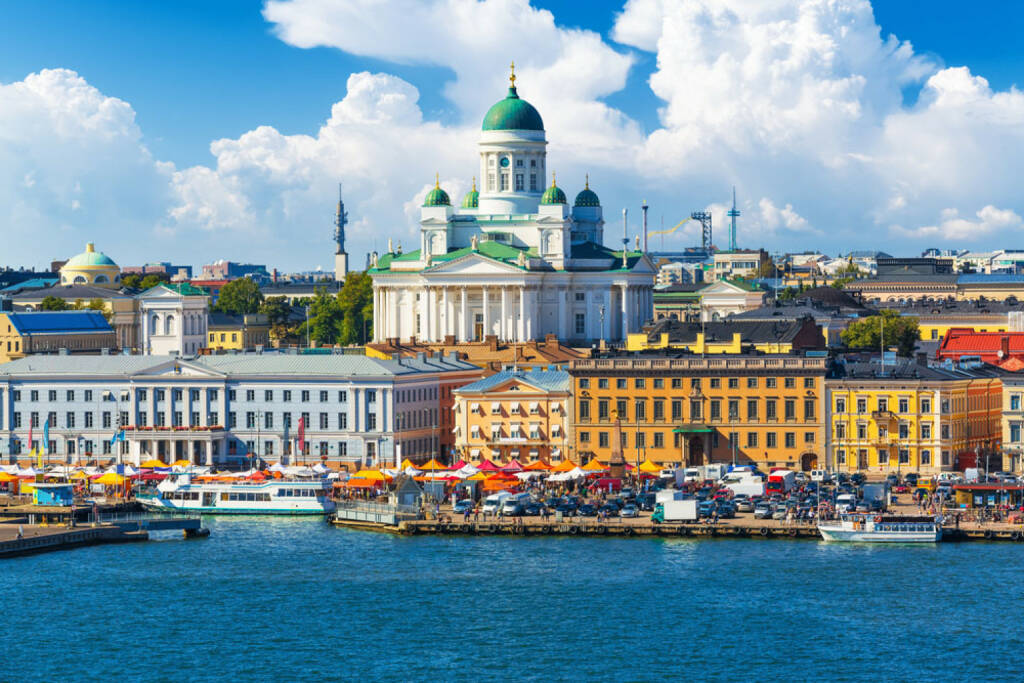 Helsinki, Finnland, http://www.shutterstock.com/de/pic-154741178/stock-photo-scenic-summer-panorama-of-the-market-square-kauppatori-at-the-old-town-pier-in-helsinki-finland.html , © shutterstock.com (04.08.2014)
