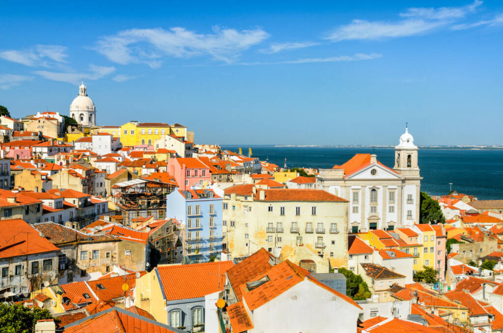 Lissabon, Portugal, http://www.shutterstock.com/de/pic-147297848/stock-photo-a-view-of-the-alfama-downtown-in-lisbon-portugal.html , © shutterstock.com (04.08.2014)