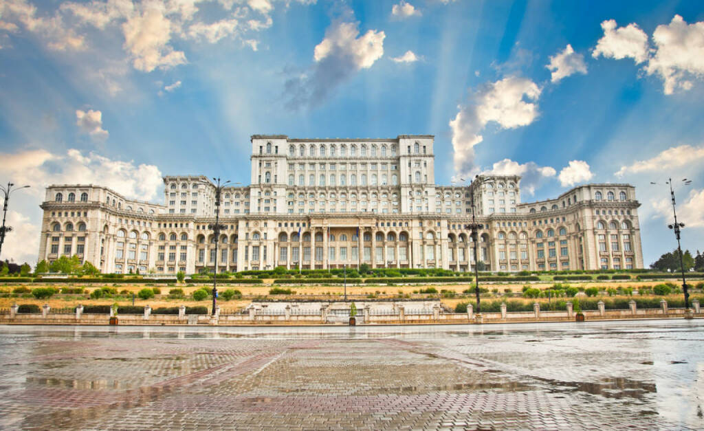 Bukarest, Rumänien, Parlament, http://www.shutterstock.com/de/pic-127268432/stock-photo-parliament-of-romania-the-second-largest-building-in-the-world-built-by-dictator-ceausescu-in.html , © shutterstock.com (04.08.2014)