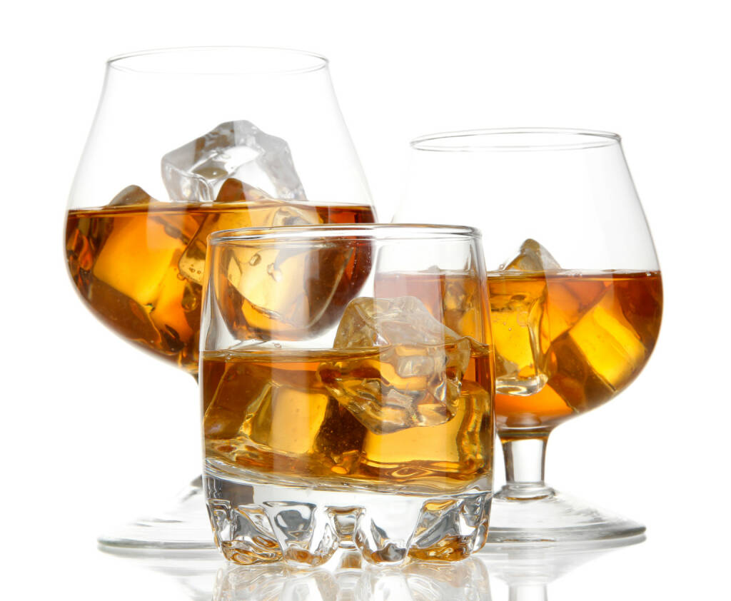 Spirituosen, Brandy, Whiskey, on the rocks - http://www.shutterstock.com/de/pic-144936088/stock-photo-brandy-glasses-with-ice-isolated-on-white.html, © www.shutterstock.com (17.01.2018)