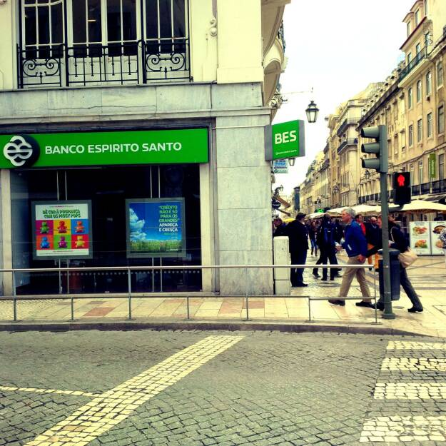 BES Banco Espirito Santo Lisbon by Romazur - Own work. Licensed under Creative Commons Attribution-Share Alike 3.0 via Wikimedia Commons - http://commons.wikimedia.org/wiki/File:Banco_Espirito_Santo_Lisbon.jpg#mediaviewer/File:Banco_Espirito_Santo_Lisbon.jpg, © photaq.com (08.08.2014)
