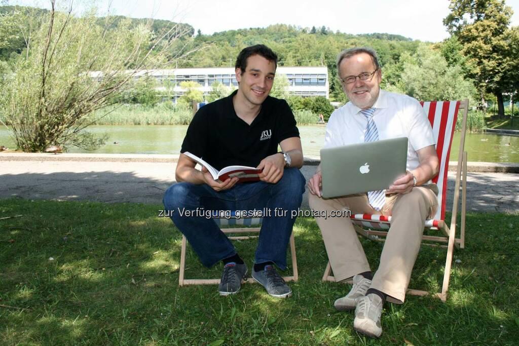 ÖH-Vorsitzender Michael Obrovsky (li.) und Rektor Richard Hagelauer freuen sich, gemeinsam eine Verdoppelung des Sommerkursangebots 2014 für die Studierenden der Johannes Kepler Universität (JKU) Linz erzielt zu haben., © Aussendung (08.08.2014)