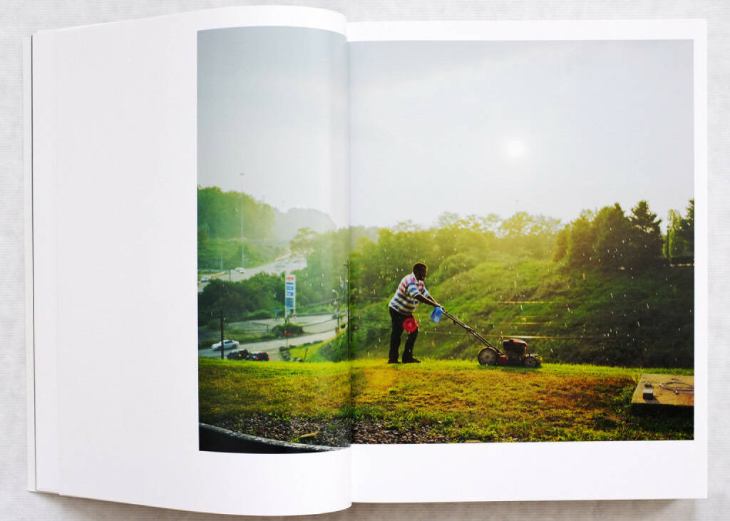 Sample spread of Paul Graham - A shimmer of possibility (softcover edition), 120-150 Euro,  http://josefchladek.com/book/paul_graham_-_a_shimmer_of_possibility_1 (10.08.2014)
