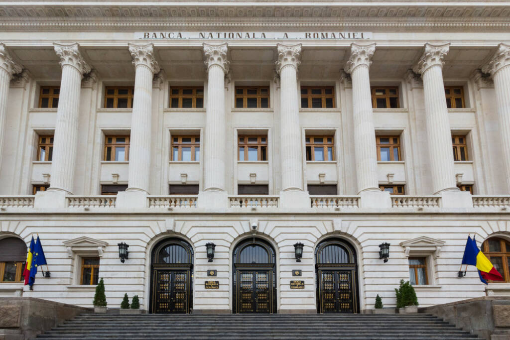 Nationalbank, Rumänien, Bank, rumänische Nationalbank, http://www.shutterstock.com/de/pic-140522437/stock-photo-the-facade-and-front-of-the-newly-renovated-romanian-national-bank.html , © www.shutterstock.com (10.08.2014)
