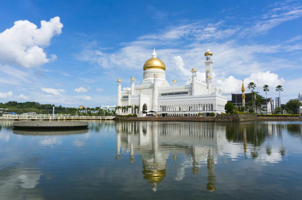 Brunei, Moschee, http://www.shutterstock.com/de/pic-163661105/stock-photo-masjid-sultan-omar-ali-saifuddin-mosque-in-bandar-seri-begawan-brunei-darussalam-brunei-plan-to.html , © (www.shutterstock.com) (11.08.2014)