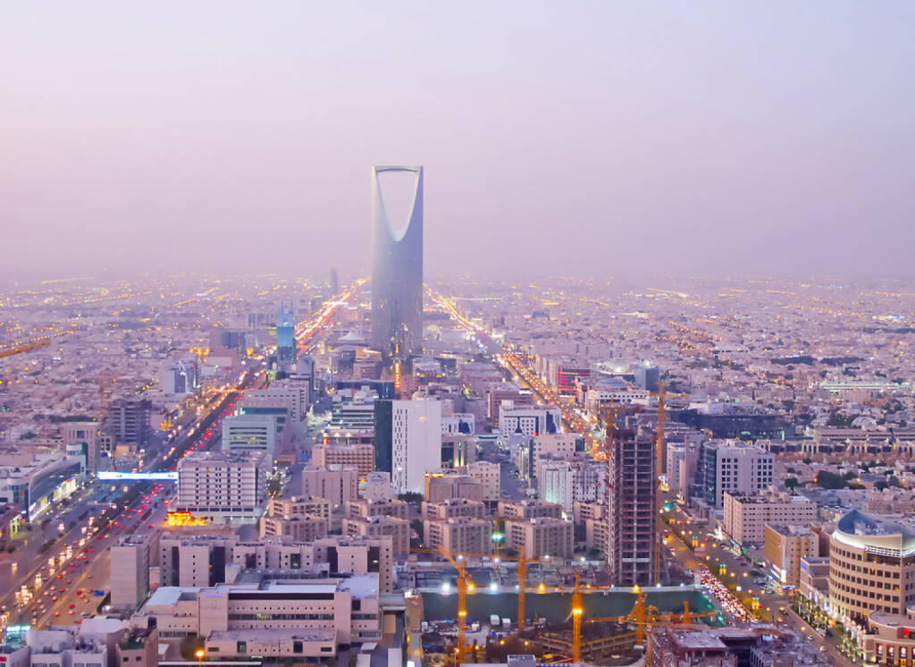 Riad, Saudi Arabien, http://www.shutterstock.com/de/pic-123225238/stock-photo-riyadh-december-kingdom-tower-on-december-in-riyadh-saudi-arabia-kingdom-tower-is.html, © (www.shutterstock.com) (11.08.2014)
