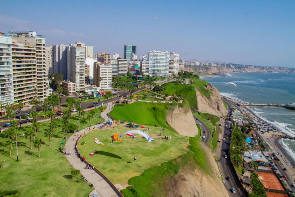 Lima, Peru, http://www.shutterstock.com/de/pic-128327462/stock-photo-aerial-shot-of-lima-city-peru.html, © (www.shutterstock.com) (11.08.2014)
