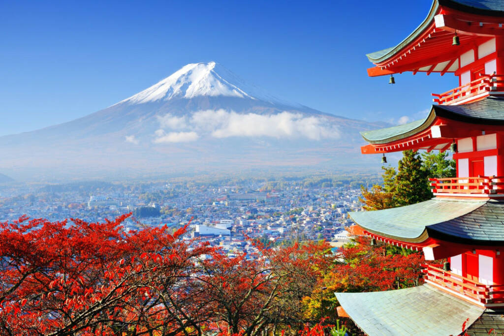 Mount Fuji, Japan, http://www.shutterstock.com/de/pic-147744140/stock-photo-mt-fuji-with-fall-colors-in-japan.html , © (www.shutterstock.com) (11.08.2014)