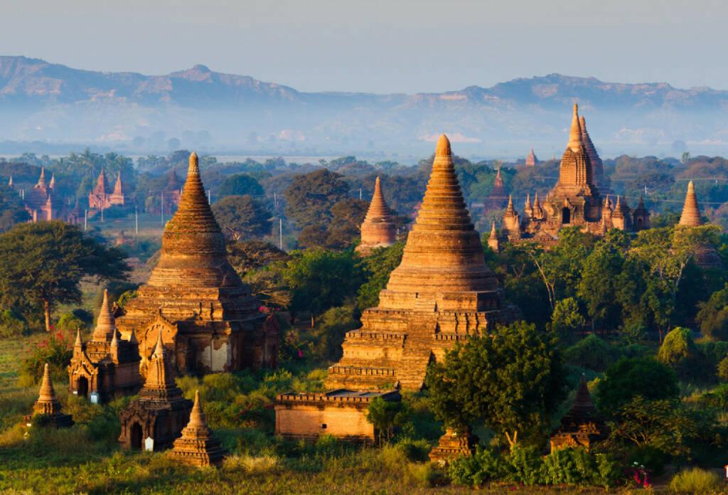 Myanmar, Burma, Pagode, http://www.shutterstock.com/de/pic-189995696/stock-photo-the-plain-of-bagan-pagan-mandalay-myanmar.html , © (www.shutterstock.com) (11.08.2014)