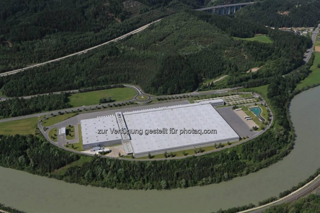 Hofer KG: Österreichs größtes Photovoltaik-Projekt entsteht auf dem Dach der Hofer-Zweigniederlassung in Kärnten, © Aussender (13.08.2014)