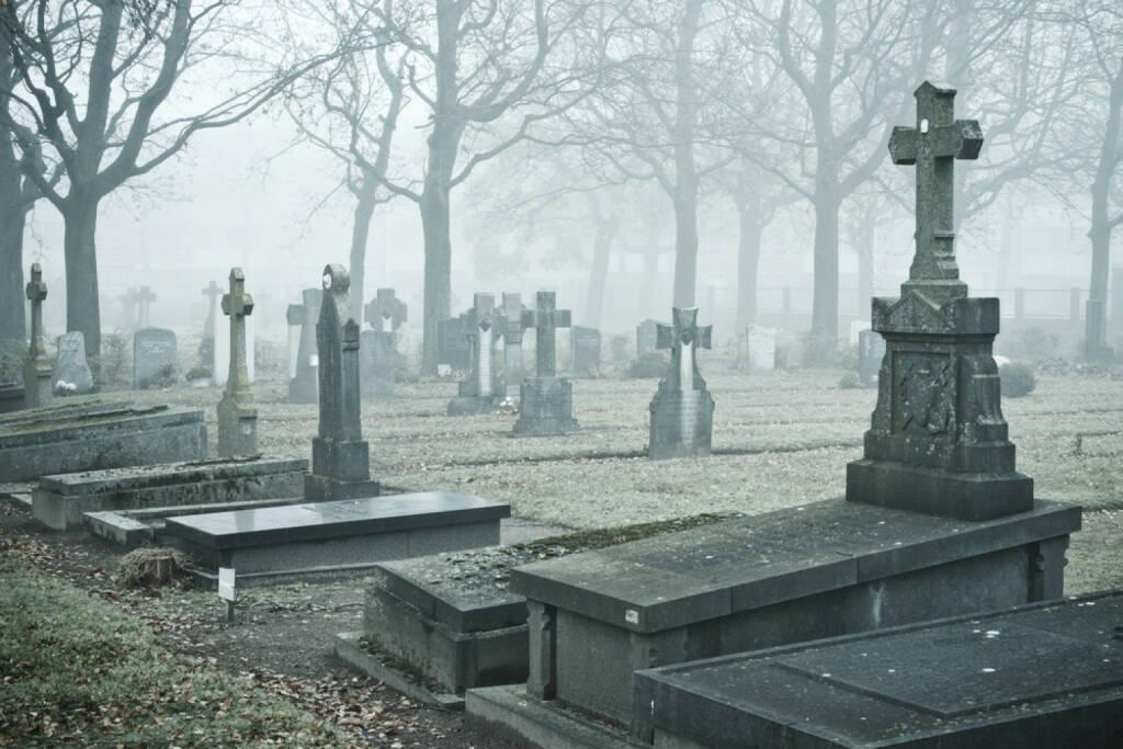 Friedhof, Trauer, Tod, Leben, Ende, Endstation, sterben, http://www.shutterstock.com/de/pic-96805285/stock-photo-graveyard-in-the-mist.html , © (www.shutterstock.com) (13.08.2014)