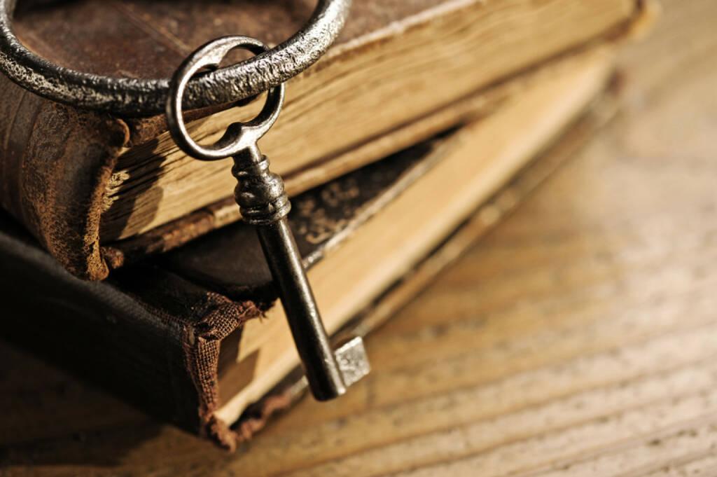 Geheimrezept, Rezept, Buch, antik, alt, Schlüssel, geheim, verschlossen, http://www.shutterstock.com/de/pic-92693962/stock-photo-old-keys-on-a-old-book-antique-wood-background.html , © (www.shutterstock.com) (14.08.2014)