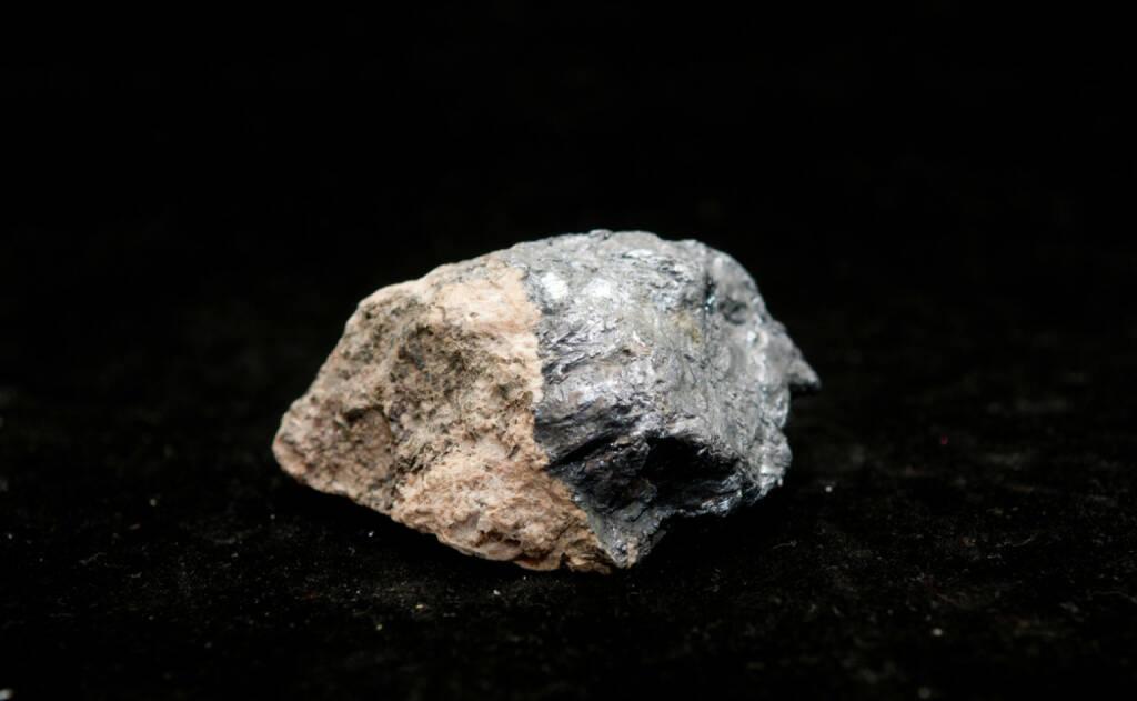 Molybdän, seltene Erden, Metall, http://www.shutterstock.com/de/pic-128806951/stock-photo-molybdenite-a-molybdenum-sample-mineral-a-rare-earth-metal.html, © www.shutterstock.com (15.08.2014)