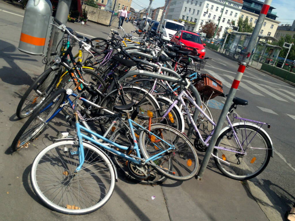 Rad, Räder, Parkplatz, © diverse Handypics mit freundlicher Genehmigung von photaq.com-Freunden (18.08.2014)